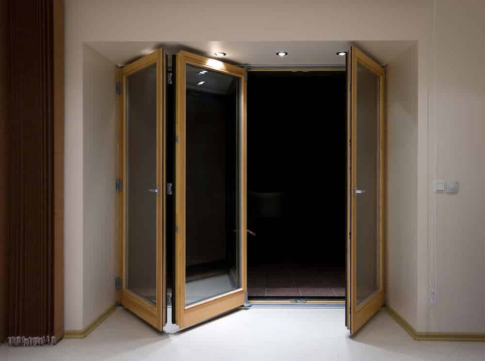Bi fold doors folding patio doors from inspire windows for Doors with windows in them